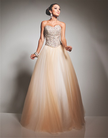 Vakarinės suknelės, Išleistuviu sukneles –  Salonas Santa Vakarinių, proginių suknelių nuoma, pardavimas, užsakymai
