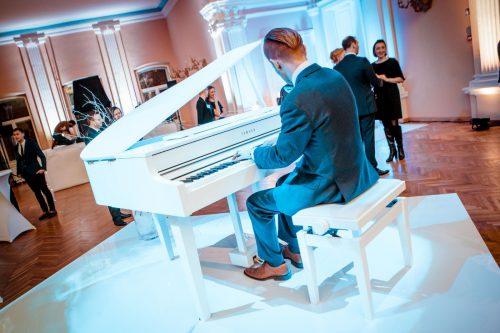 Balto fortepijono nuoma vestuvėms