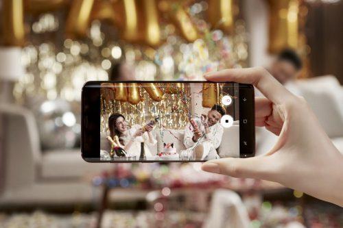 Būkite svečiu, o ne jaunavedžių fotografu: kaip tinkamai naudotis telefonu vestuvėse?