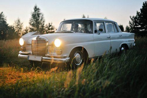 Mercedes Benz 1967 metų – Baltas Senovinis Automobilis