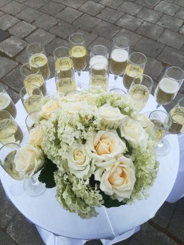Šampano ir užkandžių staliukas jūsų šventei