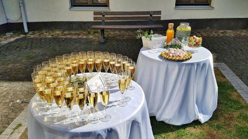 Šampano staliukas – Saldus Taip