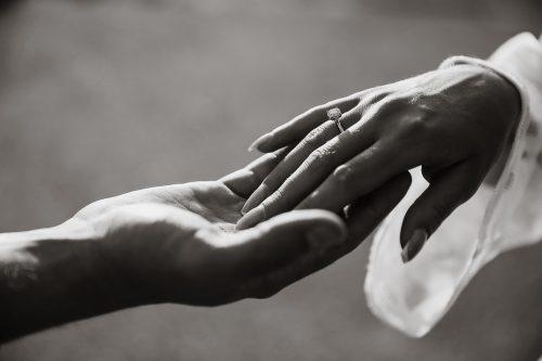 Klasikiniai vestuviniai žiedai: įdomūs faktai, kuriuos verta žinoti
